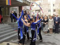 Школа им. Нар-Доса в Ереване открыла двери для детей армян - беженцев из Сирии