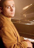 Эдгар Гянджумян – композитор, чарующая музыка которого буквально пробивает до слёз и одновременно лечит душу