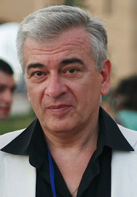 Карен Робертович Кочарян — популярный телекомментатор, режиссер, сценарист, известный ведущий госконцертов и юбилеев